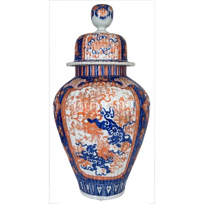 A large 19th Century Japanese Imari lidded vase.